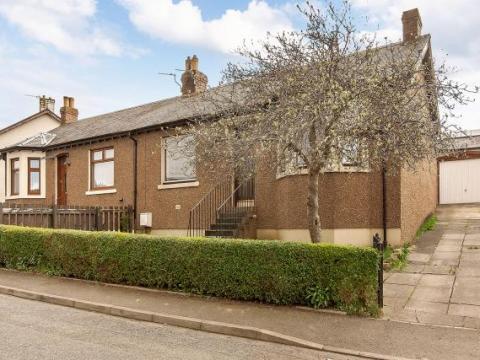 8 Leighton Crescent